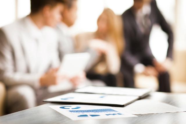 marketing-de-conteudo--contratar-agencia-ou-montar-uma-equipe-interna-5500